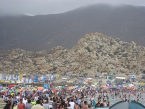 The crowd at Totoralillo Beach