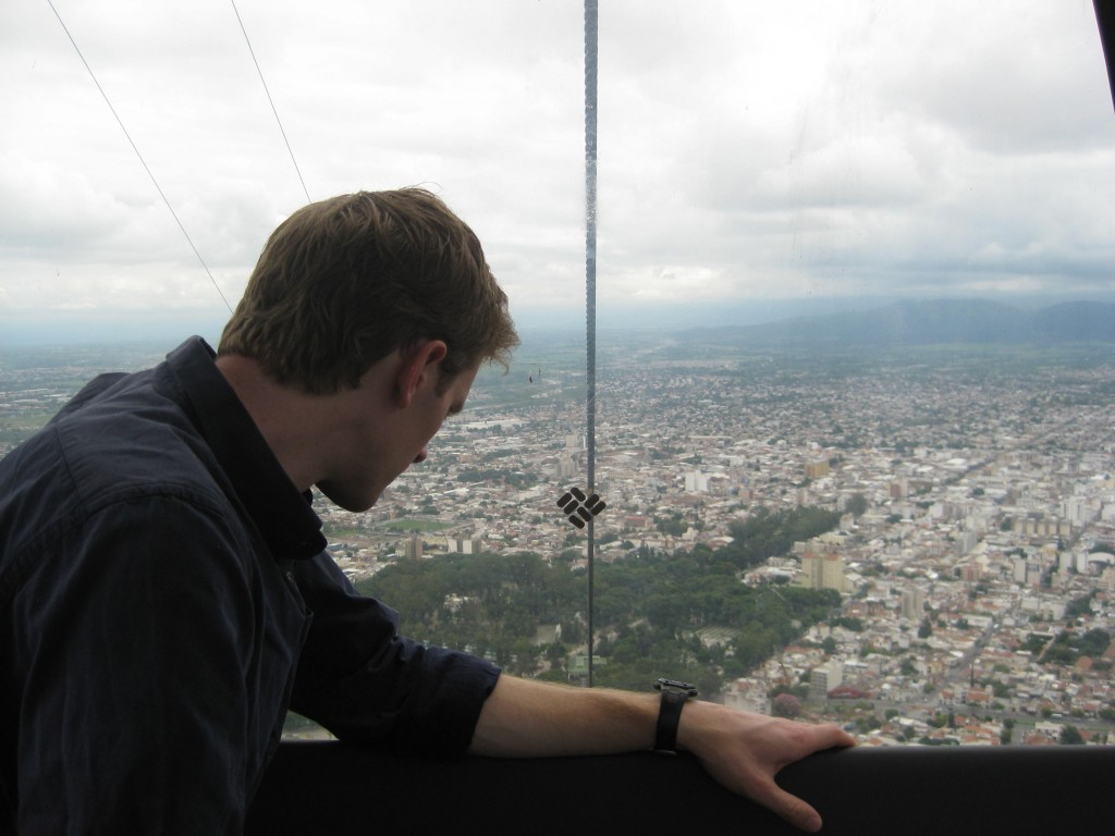 B surveying Salta la Linda from the cable car