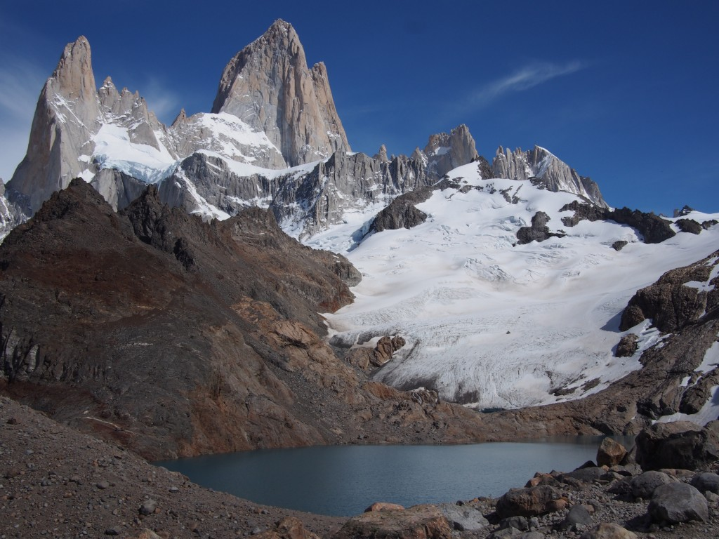 After about 4 hours of hiking, we finally arrived at Laguna de los Tres at the base of Cerro Fitz Roy